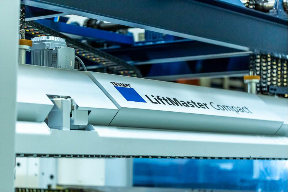 image d'un appareil de pliage de métal Liftmaster